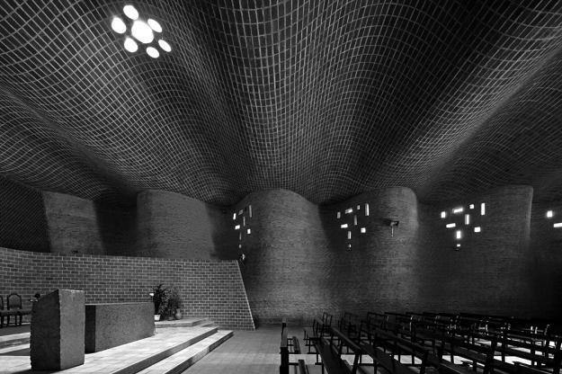 Eladio Dieste - Iglesia del Cristo Obrero © leonardo finotti